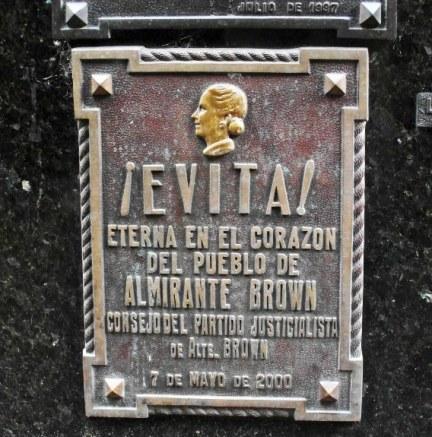 Recoleta-cemetery-evita-plaque-568x575